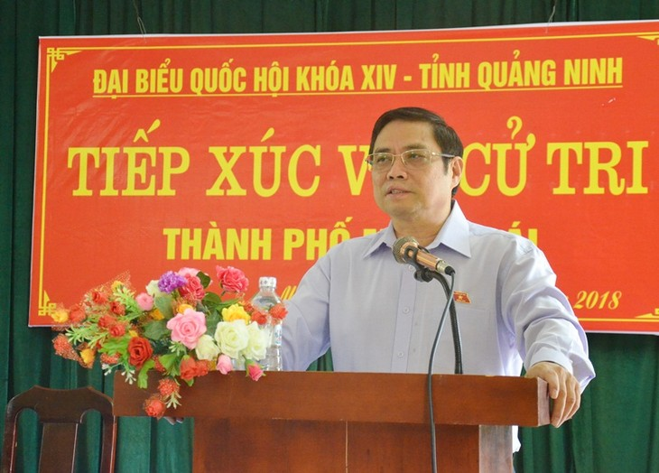 NA deputies gather voters' opinions ahead of year-end session - ảnh 2