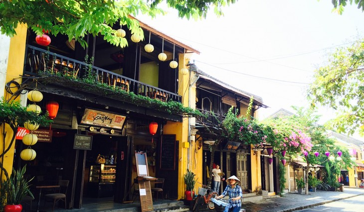 Foreign tourists to Vietnam hit 1.5 million  - ảnh 1