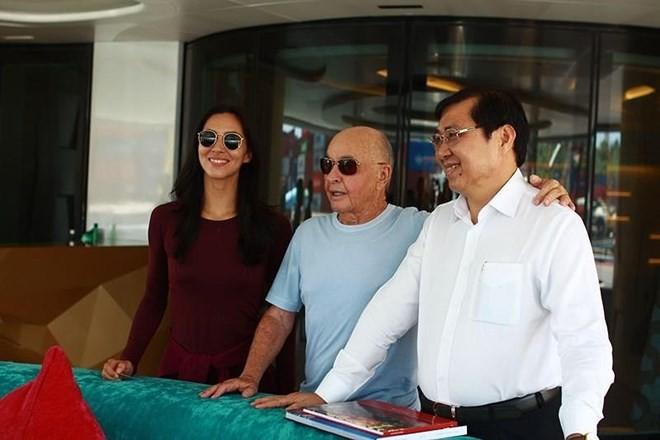 British billionaire sails super-yacht to Vietnam - ảnh 1