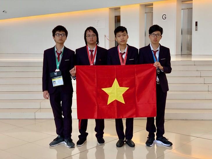 Vietnam wins four medals at International Olympiad in Informatics - ảnh 1
