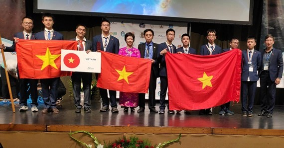 Vietnam claims seven medals at int'l astronomy-astrophysics olympiad - ảnh 1