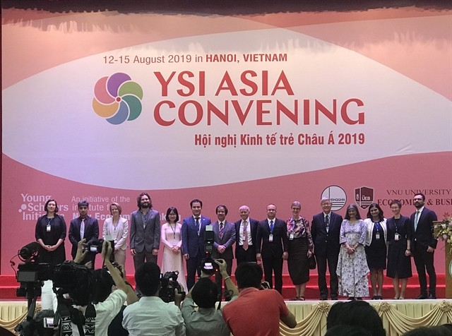 Young economists discuss new economic strategies at YSI Asia Convening 2019 - ảnh 1