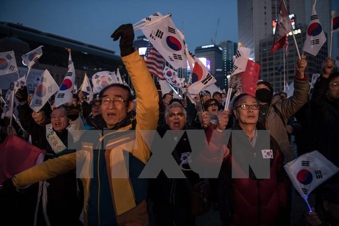 ການແຫ່ຂະບວນປະທ້ວງຫລາຍຄັ້ງຢູ່ ເຊອູນ ສະໜັບສະໜູນ ແລະ ຄັດຄ້ານທ່ານນາງ Park Geun – hye - ảnh 1