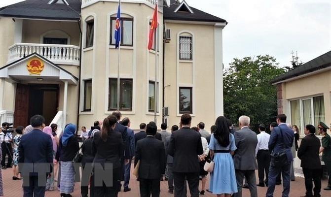 주우크라이나 베트남 대사관, 아세안 창립 기념일(8월8일)을 위한 아세안 기 게양식 - ảnh 1