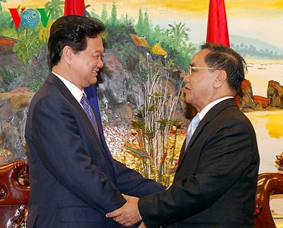 Premierminister Nguyen Tan Dung lobt die Freundschaft zwischen Vietnam und Lao - ảnh 1