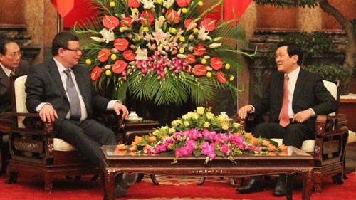 Staatspräsident Truong Tan Sang empfängt den tschechischen Verteidigungsminister - ảnh 1