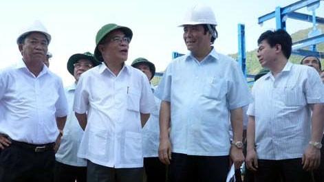 Parlamentspräsident Nguyen Sinh Hung besucht die Industriezone Vung Ang - ảnh 1