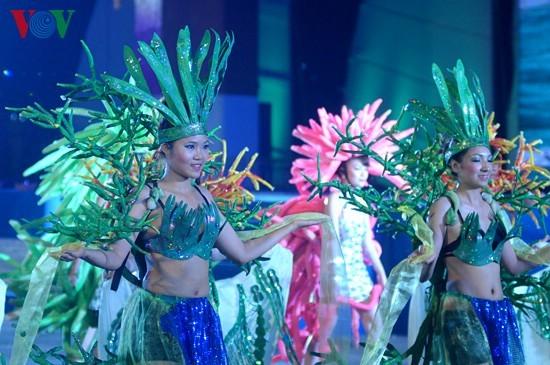 Bunter Karneval in der Ha Long-Bucht - ảnh 1