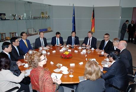 Premierminister Nguyen Tan Dung trifft den deutschen Bundestagspräsidenten  - ảnh 1