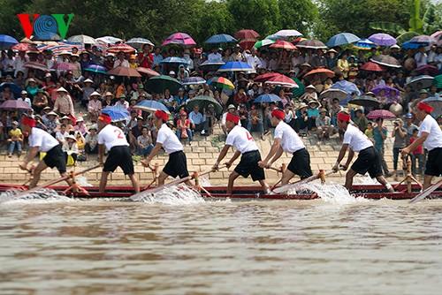 Bootsrennen im Dorf Hanh Thien - ảnh 10
