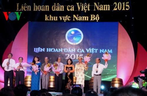 Abschluss des Festivals der vietnamesischen Volkslieder  - ảnh 1