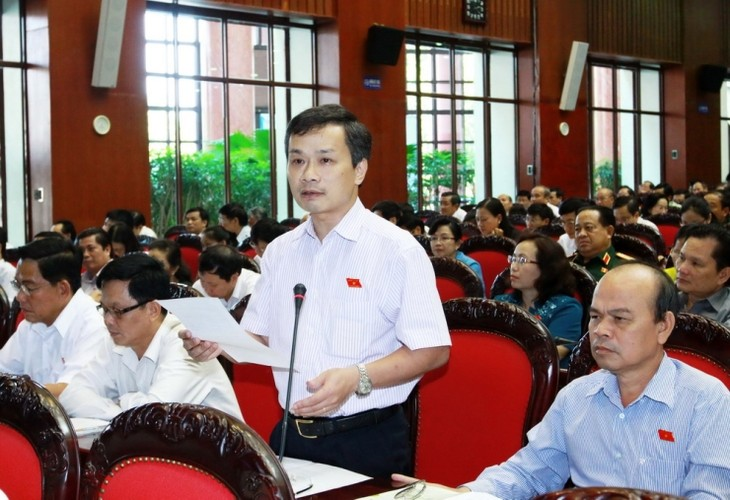 Das Parlament berät über den Gesetzesentwurf zur Erlassung der gesetzlichen Vorschriften - ảnh 1