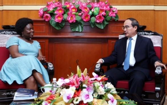 Vorsitzende der Vaterländischen Front Vietnams empfängt Vize-Präsidentin der Weltbank - ảnh 1