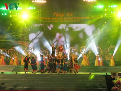 Eröffnung des Kultur-Sport- und Tourismusfestes der Volksgruppen im Nordwesten - ảnh 1