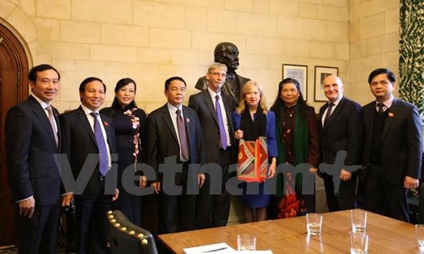 Britisches Unterhaus unterstützt Vietnam bei Weiterbildung der Mitarbeiter der Parlamentsorgane - ảnh 1