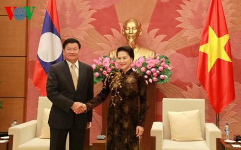 Parlamentspräsidentin Nguyen Thi Kim Ngan empfängt den laotischen Premierminister Thongloun Sisoulit - ảnh 1