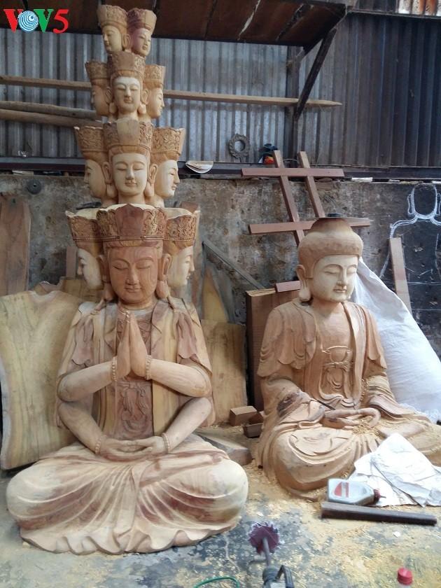 Die Holzschnitzerei im Dorf Vu Lang - ảnh 3
