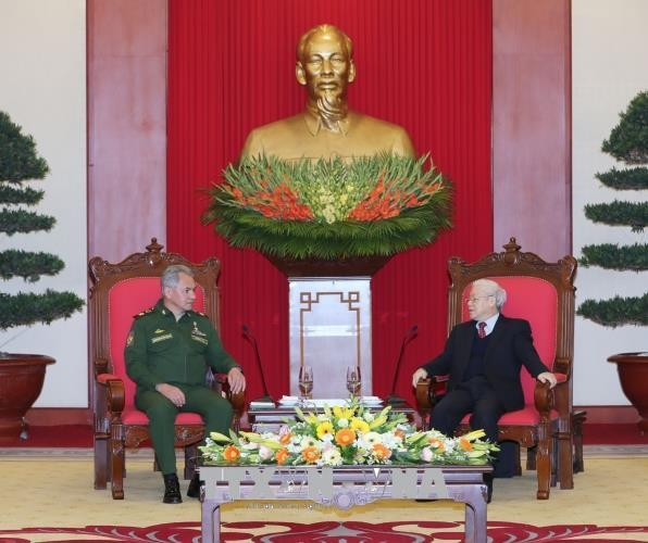 KPV-Generalsekretär Nguyen Phu Trong empfängt den russischen Verteidigungsminister  - ảnh 1