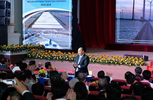 Nguyen Xuan Phuc nimmt an Konferenz zur Investitionsförderung in der Provinz Bac Lieu teil - ảnh 1