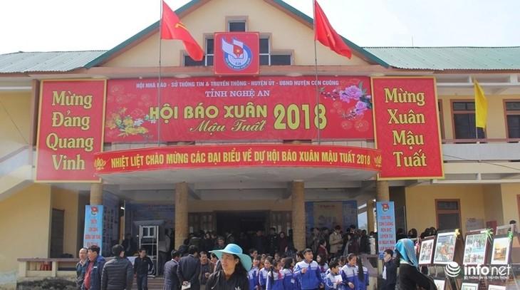 Eröffnung des Zeitungsfestes im Frühling in mehreren Provinzen - ảnh 1