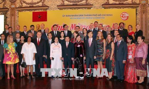 Ho Chi Minh Stadt trifft Vertreter der ausländischen Vertretungsbehörden  - ảnh 1