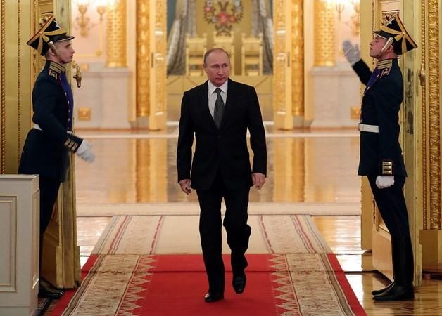 Präsident Wladimir Putin hat großen Vorsprung bei Umfrage vor den Wahlen - ảnh 1