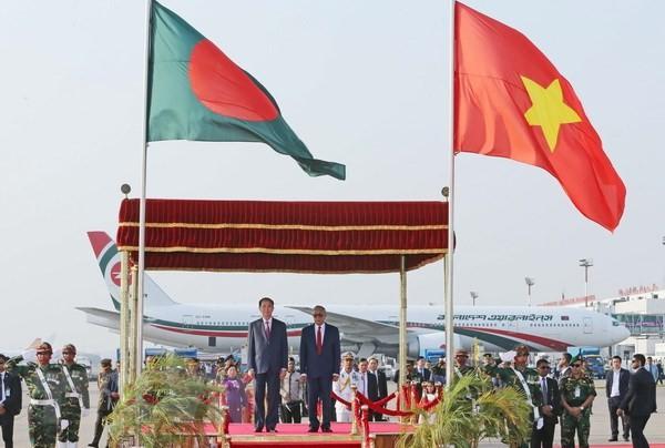 Der Besuch des Staatspräsidenten Tran Dai Quang steht in Schlagzeilen der Zeitungen in Bangladesch - ảnh 1
