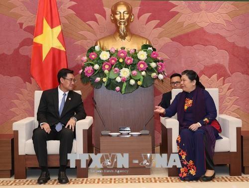 Vize-Parlamentspräsidentin Tong Thi Phong empfängt den Sekretär des laotischen Jugendverbands - ảnh 1