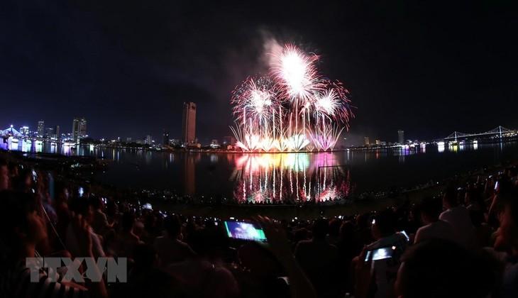 Feuerwerk-Festival Da Nang 2018 strahlt auf dem Han-Fluss - ảnh 1