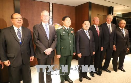 Shangri-La-Dialog 2018: Verteidigungsminister Ngo Xuan Lich trifft Amtskollegen anderer Länder - ảnh 1