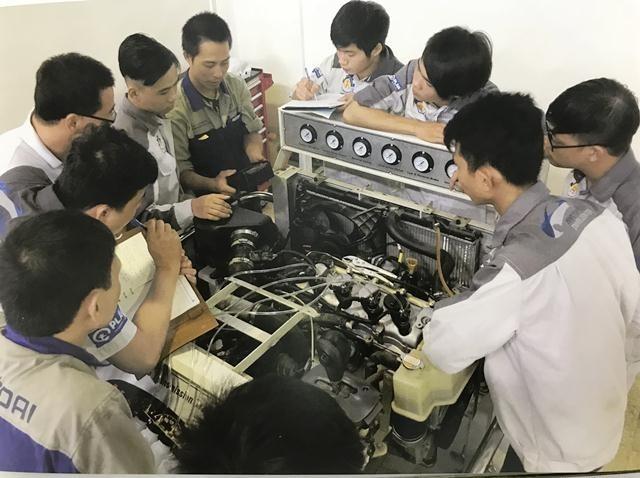Schaffung von Arbeitsplätzen für bedürftige Jugendliche - ảnh 1