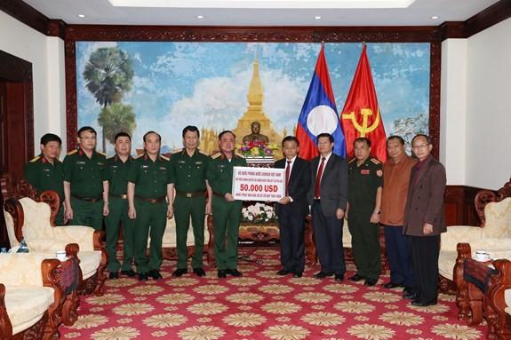 Das Verteidigungsministerium unterstützt das laotische Volk beim Dammbruch  - ảnh 1
