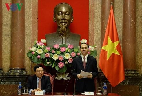 Staatspräsident Tran Dai Quang trifft Leiter der vietnamesischen Vertretungen im Ausland  - ảnh 1