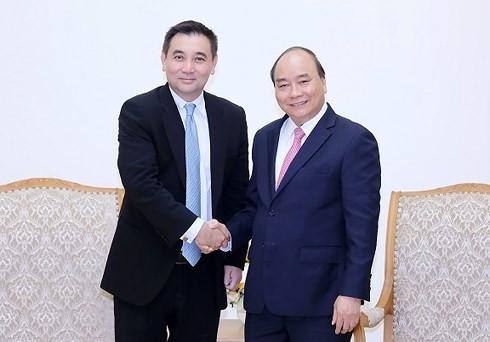 Premierminister Nguyen Xuan Phuc empfängt den Gründer der thailändischen Firma Gulf Energy  - ảnh 1