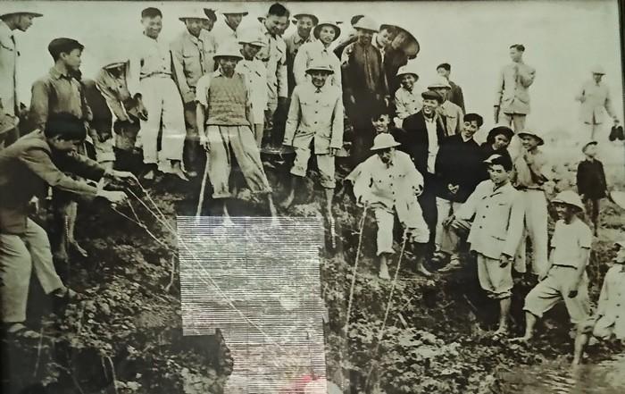 Gemeinde Ta Thanh Oai erinnert an Wasserschöpfung des Präsidenten Ho Chi Minh - ảnh 1