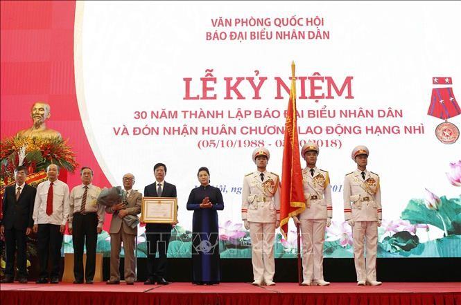Parlamentspräsidentin Nguyen Thi Kim Ngan nimmt an Feier zum 30. Gründungstag der Dai Bieu Nhan Dan- Zeitung teil - ảnh 1