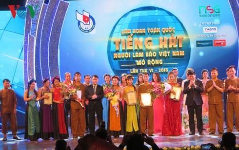 Finale des Gesangwettbewerbs für vietnamesische Journalisten - ảnh 1