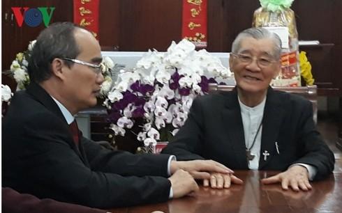 Der Parteisekretär von Ho Chi Minh Stadt Nguyen Thien Nhan besucht religiöse Würdenträger - ảnh 1