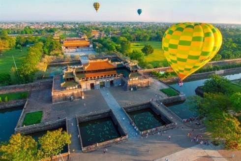 Fünf Länder nehmen am Heißluftballon-Festival in Hue teil - ảnh 1