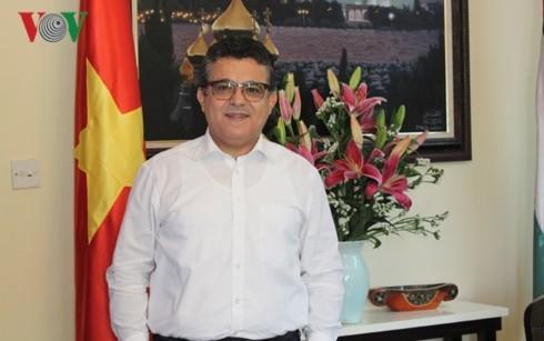 Der palästinensische Botschafter Saadi Salama und seine Liebe zu Vietnam - ảnh 1