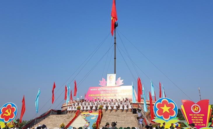 Das ganze Land steht im Zeichen der Feier zur Befreiung des Südens und Vereinigung des Landes - ảnh 1
