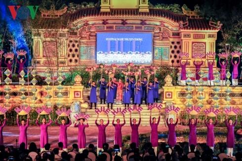 Das Festival für traditionelle Handwerksberufe in Hue 2019 unterstreicht seinen Wert - ảnh 1