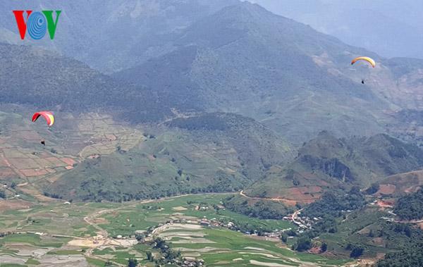Das Gleitschirm-Festival in der Bergprovinz Yen Bai - ảnh 1