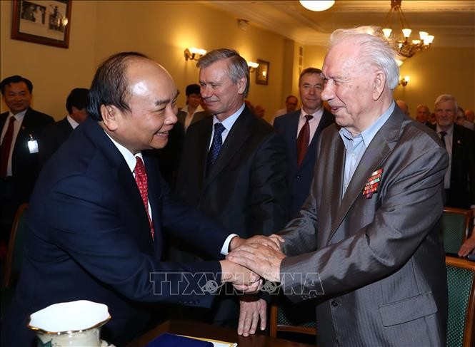 Premierminister Nguyen Xuan Phuc trifft Vietnam-Russland-Freundschaftsgesellschaft und den Veteranen-Verband - ảnh 1