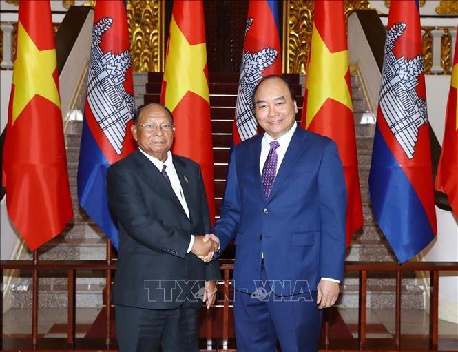 Premierminister Nguyen Xuan Phuc empfängt den kambodschanischen Parlamentspräsident - ảnh 1