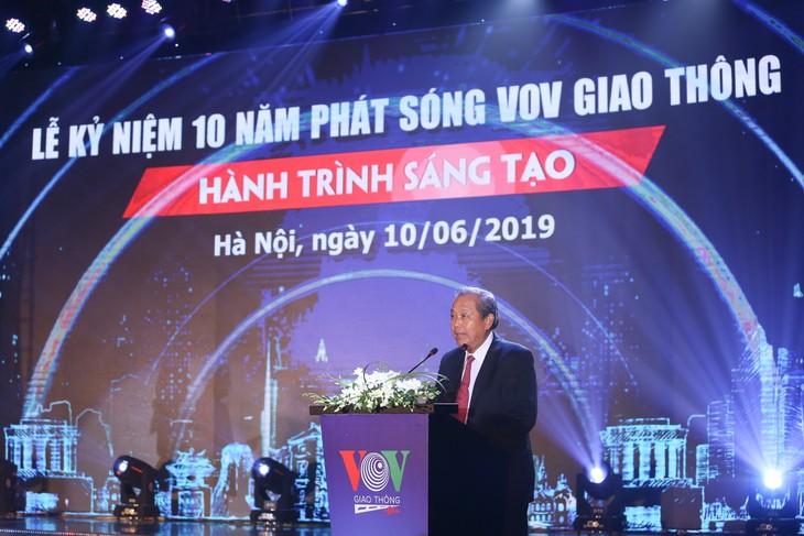 Vize-Premierminister Truong Hoa Binh nimmt am 10. Gründungstag des VOV-Verkehrskanals teil - ảnh 1