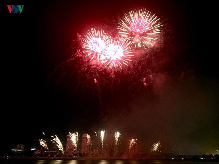 """""""Flüsse erzählen Geschichte"""" beendet das erfolgreiche Feuerwerk-Fest in Da Nang - ảnh 1"""