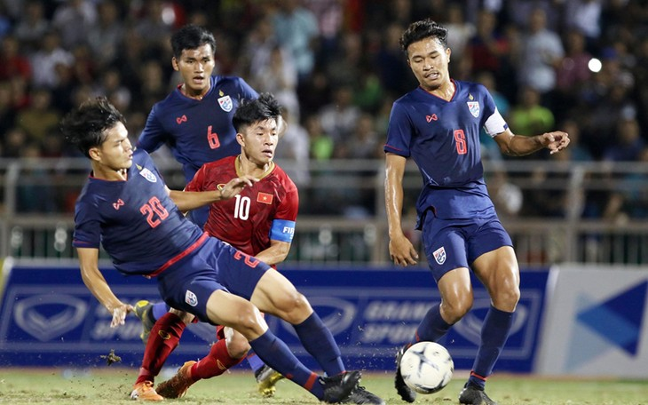Das Spiel zwischen U18-Fußballmannschaften Vietnams und Thailands endet unentschieden - ảnh 1