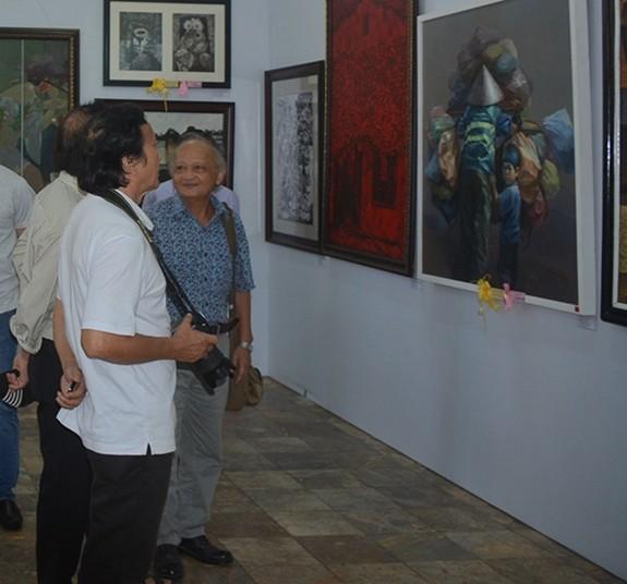 Eröffnung der Ausstellung der bildenden Kunst in Südzentralvietnam und im Hochland Tay Nguyen - ảnh 1