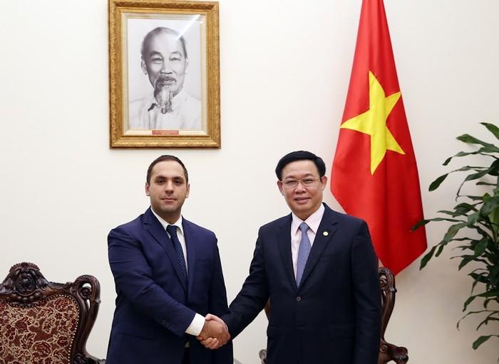 Vuong Dinh Huê rencontre le ministre bulgare de l'Economie - ảnh 1